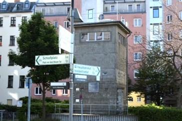 Hier war früher Schluss: Wachturm am Invalidenfriedhof