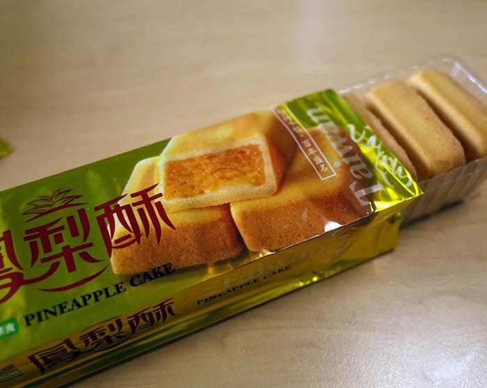 スタッフの台湾土産のパイナップルケーキ