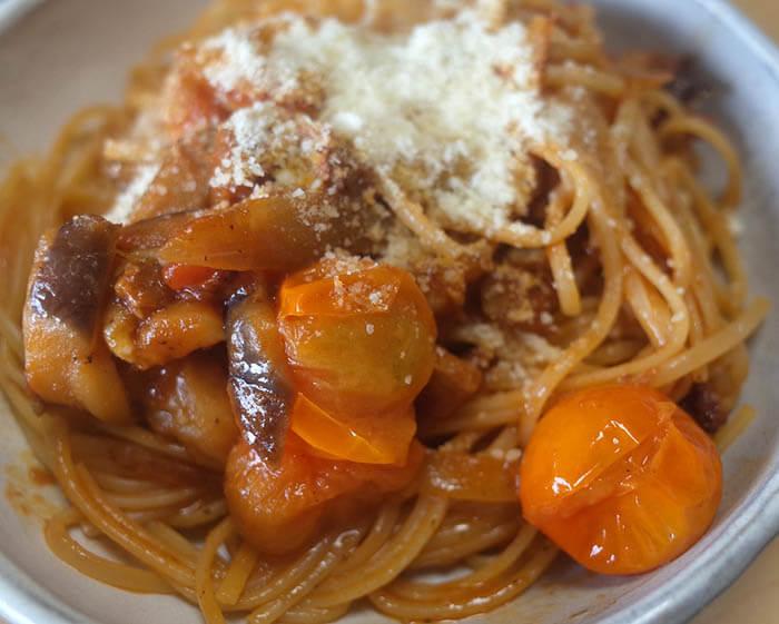 塩豚と茄子のトマトソースパスタ