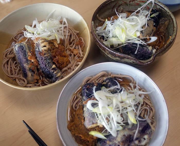 茄子の天ぷら入りカレー蕎麦