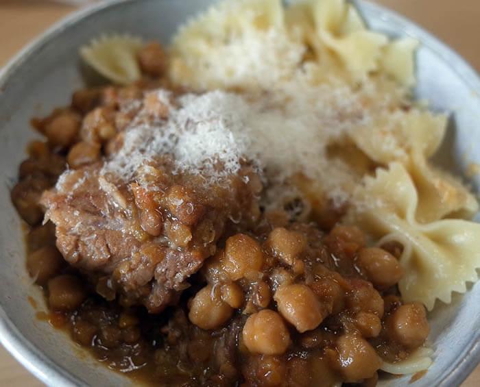 豚肉と豆の煮込み
