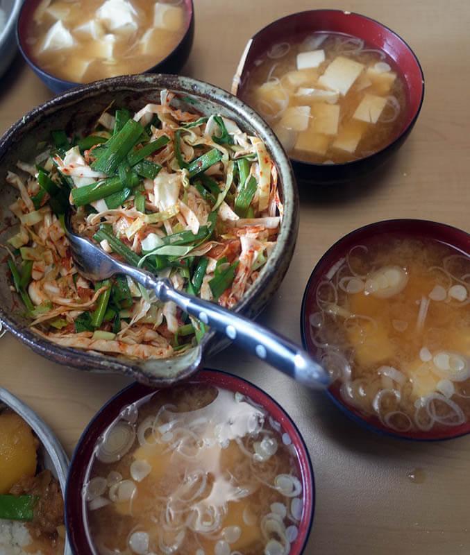 キムチサラダと豆腐味噌汁
