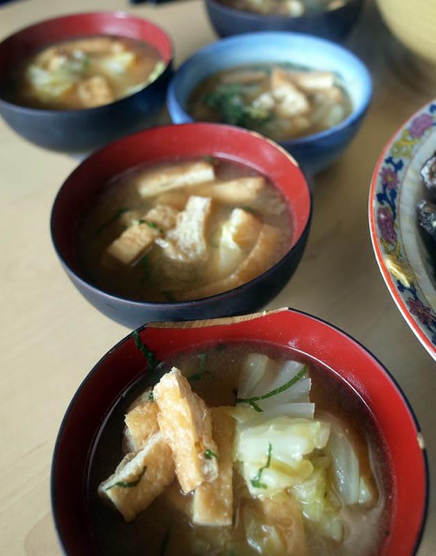 キャベツと揚げの味噌汁