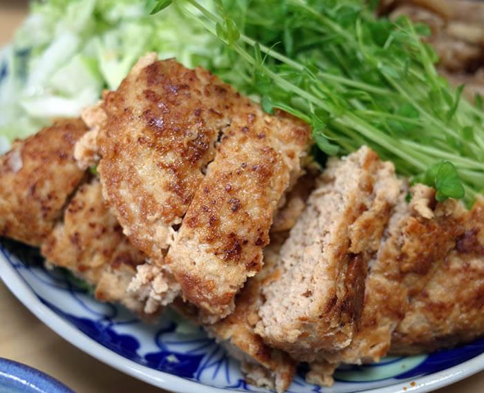 鶏ハンバーグと鶏皮
