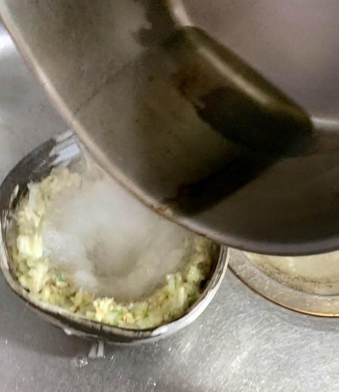 蒸し鶏の葱ソース掛け