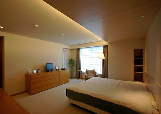 高級マンションのマスターベッドルーム