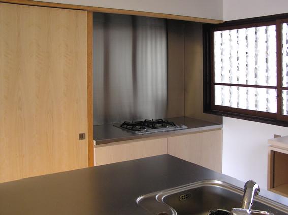 ステンレス張りのアイランドキッチン詳細