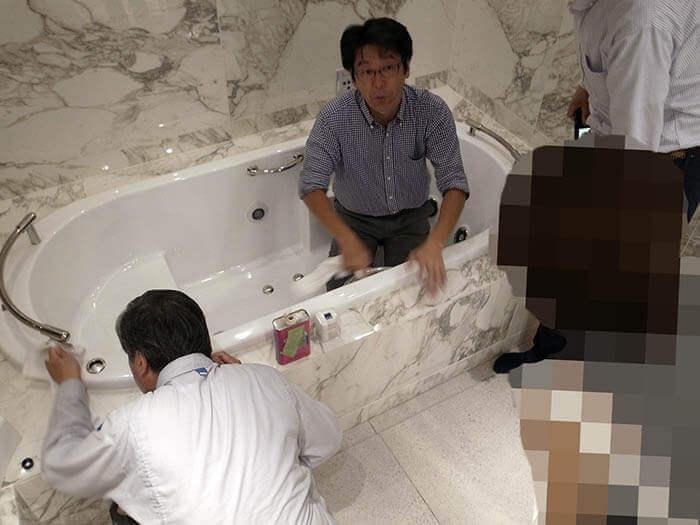ジャクソン浴槽の金物磨き