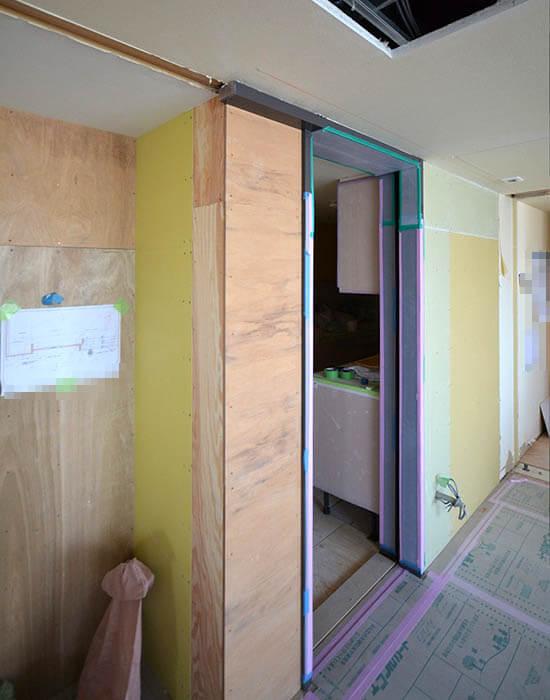 引き戸枠とAV収納を一体化させる工夫