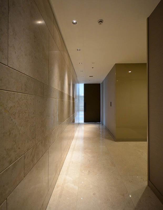 廊下のスタイリッシュリフォーム