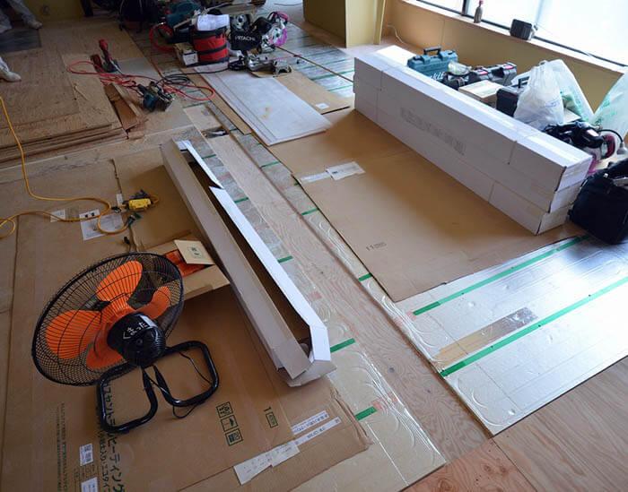 床暖房パネルの敷設