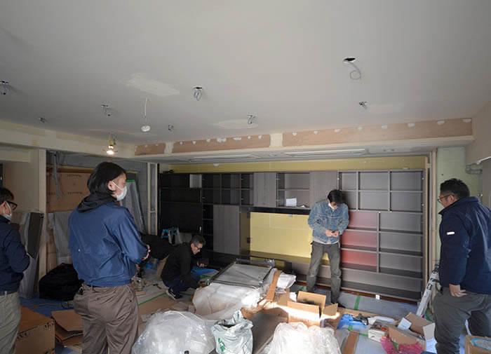 モルテーニ壁面収納の組立ての様子