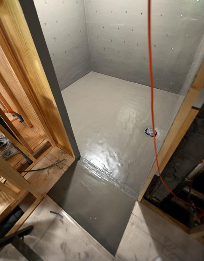 防水された在来工法浴室
