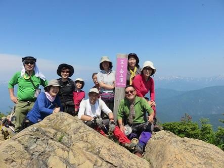 元気な笑顔が揃った笠ヶ岳山頂