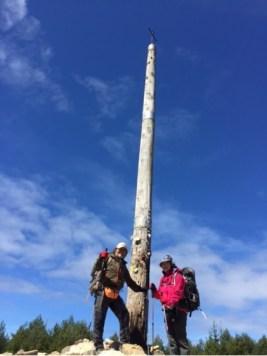 山頂に建つ「鉄の十字架」