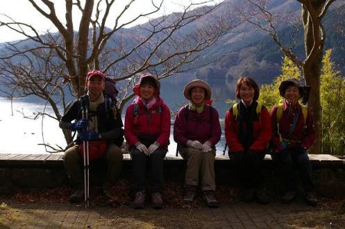 芦ノ湖を背景にパチリ