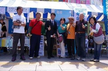 秋山浩保柏市長が「かがりび」ブースを訪問