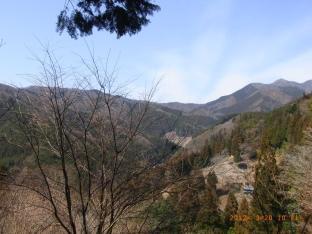 奥多摩の山がくっきりと見える。