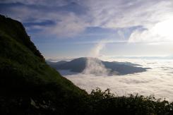 雲海に浮かぶ白毛門