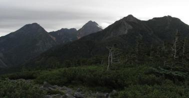 編笠山頂上から阿弥陀岳、赤岳、権現岳