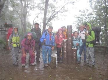 三頭山頂上 ずーと、雨だった。