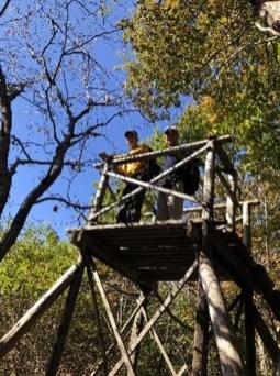 雨巻山展望塔に登る