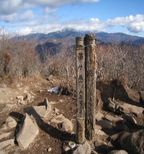 金峰山方面を見る頂上