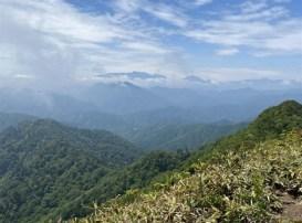荒海山の山頂はほぼ360度の大絶景