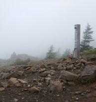 2000年に建てられた2000mの碑