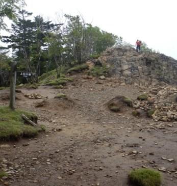 有名な雷岩は大菩薩峠への分岐点