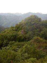 鍋足本峰から2峰を望む
