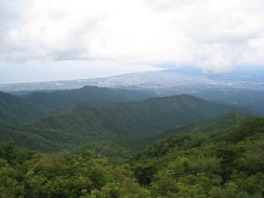 越前岳山頂から駿河湾を望む