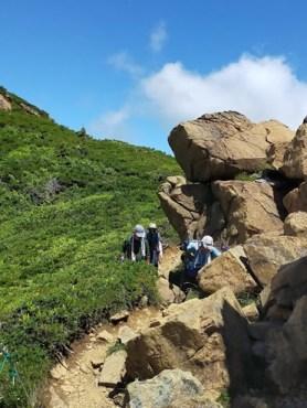 青空と大岩