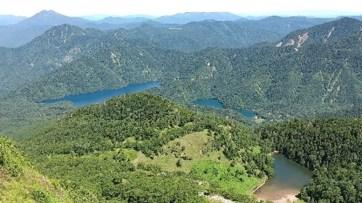 白根山頂上からの展望  弥陀ケ池、菅沼、丸沼