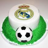 Real Madrid kage med fodbold og græs