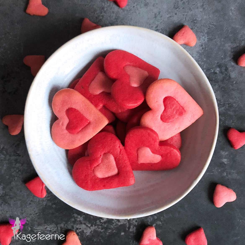 Valentine cookies røde og lyserøde hjerter