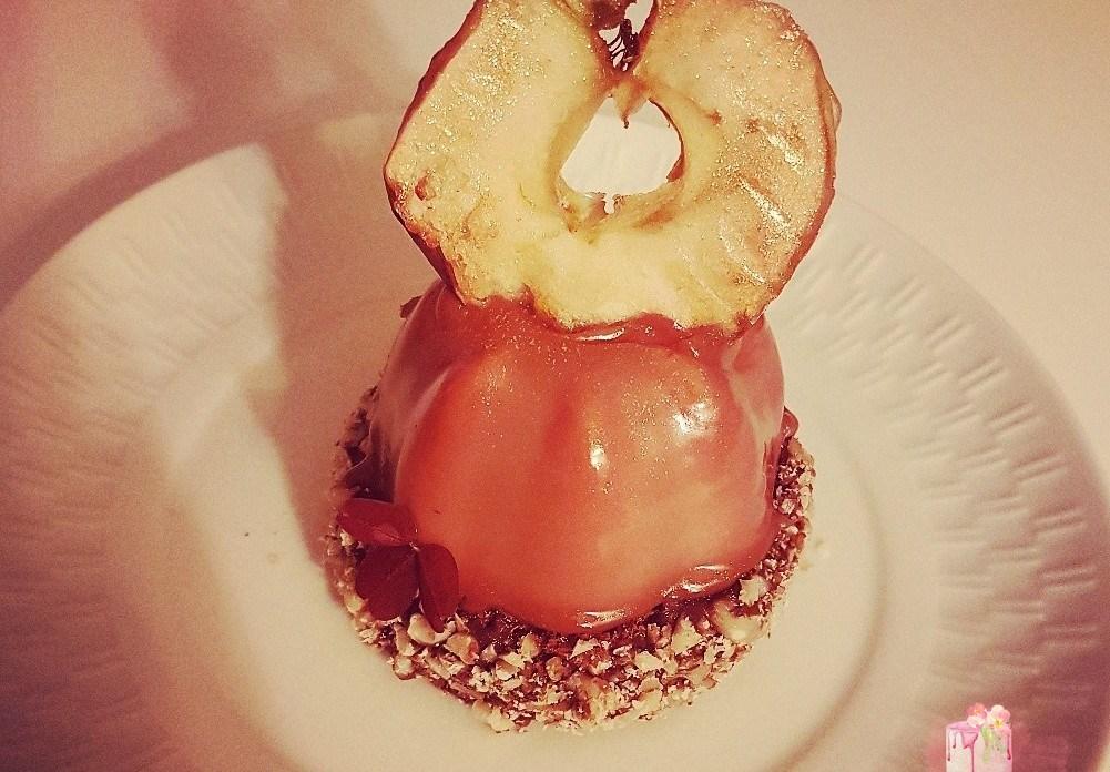 Æblemousse kage med browniebund