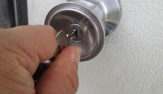 鍵がささらない時や入らない時は、鍵穴をよく見て異物を取り除く
