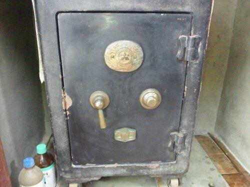 加古川市で古い金庫を開ける ダイヤル番号の開錠 20111226