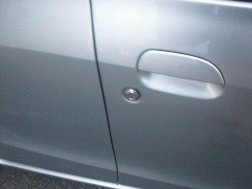 姫路市でダイハツ車ミラの鍵閉じ込み インキー開錠 20120205
