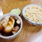 熊谷市榎町「天狗屋」の肉玉つゆうどんと肉玉うどん