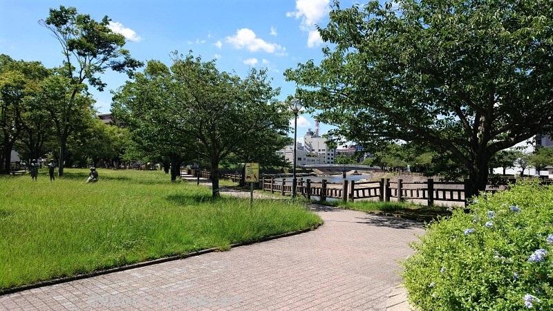 甲突川 公園