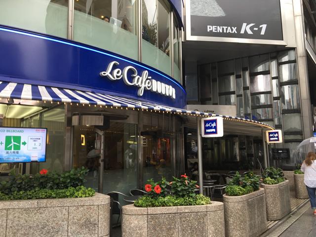 銀座4丁目交差点の喫煙席があるカフェ・ルカフェドトール・銀座店の入り口
