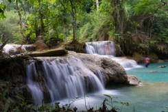 森の中にある美しい滝の数々。