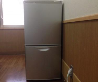 冷蔵庫下の床にはマットを敷こう!傷防止や耐震効果がある!