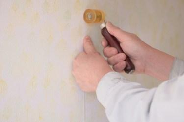 石膏ボードに貼られた壁紙のはがし方!壁紙を張り替えよう