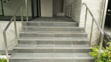 玄関やポーチ・階段などをタイル張りにしてみよう!