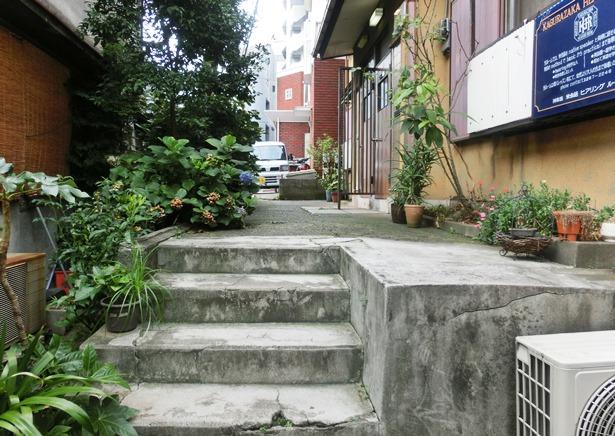 東京の階段です。神楽坂6丁目。突き当たりです