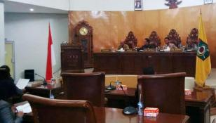 Rapat Paripurna DPRD Kota Bima agenda penyampaian pemandangan umum tujuh fraksi terhadap tiga Raperda Kota Bima Tahun 2015. Foto: Bin