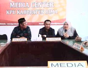 Ketua KPU saat memberikan keterangan. Foto: Bin